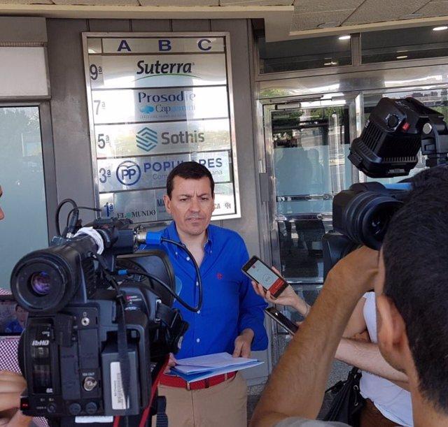 José Luis Bayo en la sede del PP de València