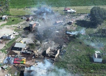 Aumentan a 19 los fallecidos después de dos explosiones en varias fábricas de pirotecnia en Tutelpec (México)