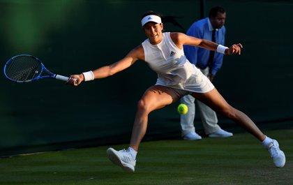 Muguruza se cae de Wimbledon en segunda ronda y Carla Suárez avanza