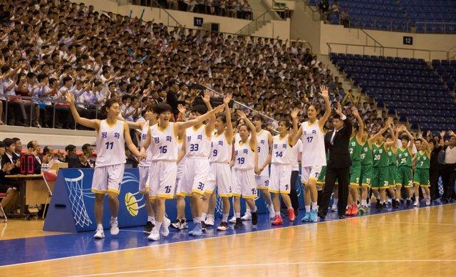 Partido de baloncesto entre Corea del Sur y Corea del Norte en Pyongyang