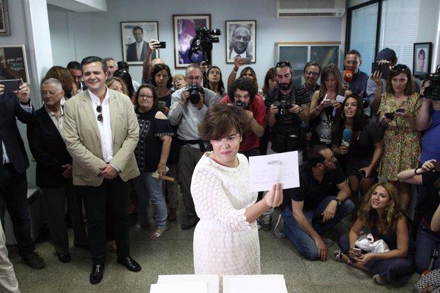 Santamaría vota en las primarias del PP en una mesa electoral en Madrid