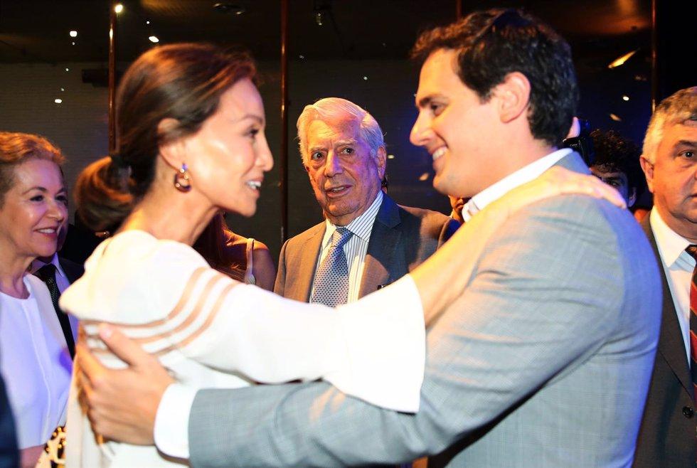Josefina Blanco: Isabel Preysler y Vargas Llosa estupenda sintonía con Ciudadano