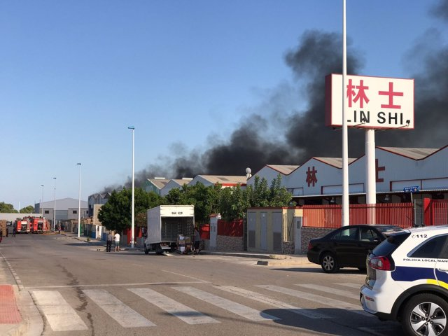 Incendio en el polígono de Manises en sus inicios