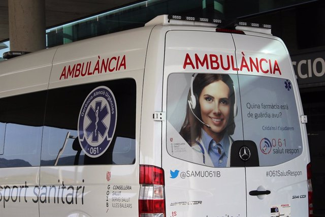 Una ambulancia del IbSalut