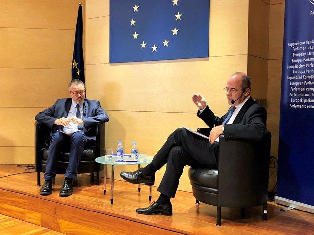 Portavoz de la Eurocámara Jaume Duch, periodista Lluís Uría