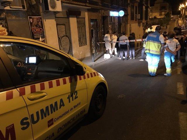 Equipos de emergencias en el domicilio de una mujer asesinada por su expareja