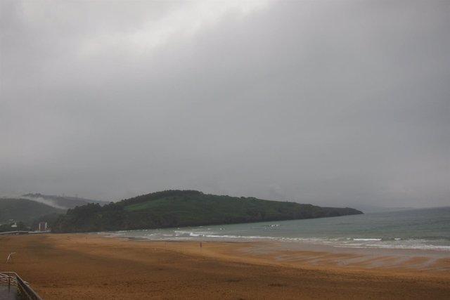 Lluvia en playa de Zierbena