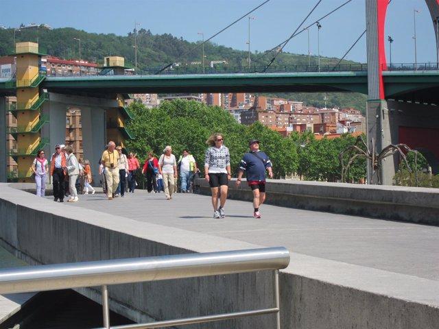 Imagen de Archivo. Turistas en BIlbao