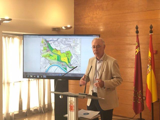 Navarro presenta el proyecto de Plan Especial de Protección Paisajística