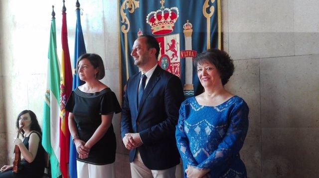 Rafaela Valenzuela (dcha.) junto a Gómez de Celis y Ambrosio