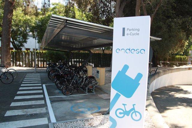 'Parking' Para Bicicletas Eléctricas En La Sede De Endesa En Sevilla.