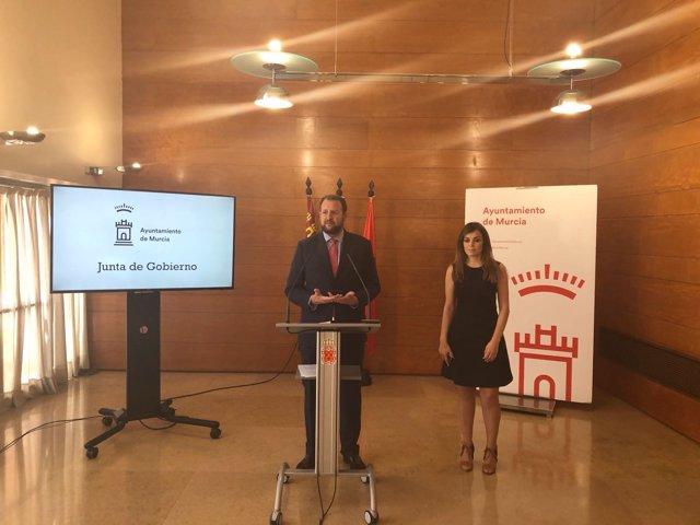 José Guillén y Rabeca Pérez oferta empleo público