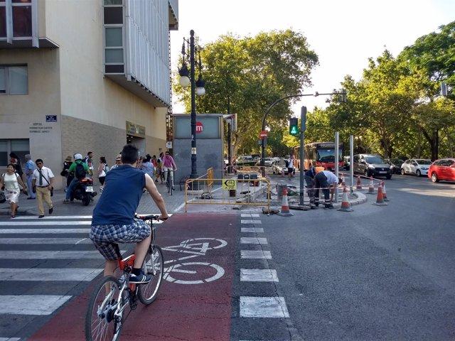 Carril bici junto al Hospital Clínico