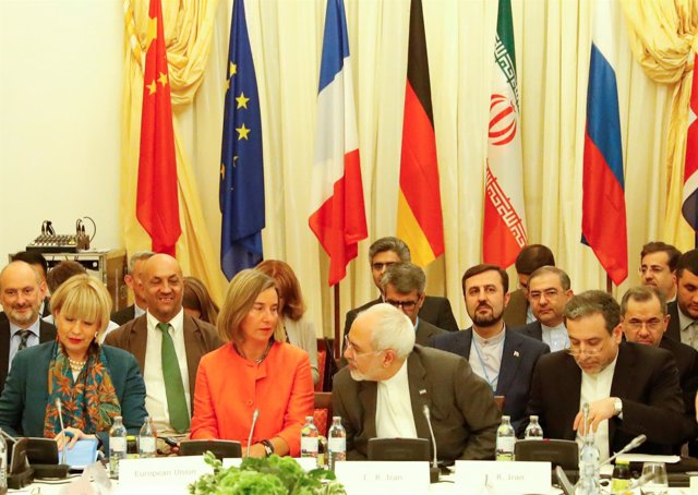 Mogherini con el ministro de Exteriores iraní en Viena