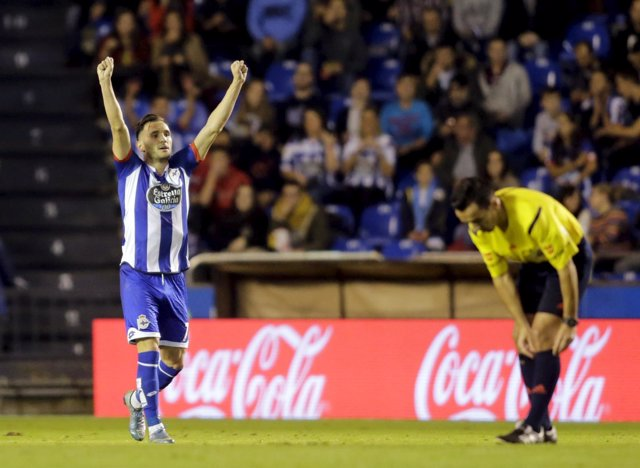 Lucas Pérez celebra el gol ante el Atlético de Madrid