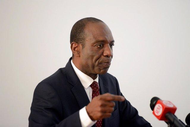 El primer ministro de Mozambique, Carlos Agostinho do Rosario