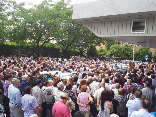 Concentración de los afectados por la supuesta estafa de iDental