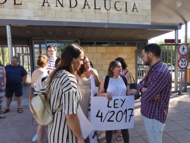 """Docentes piden a la Junta que """"cumpla"""" con la Ley de Discapacidad"""