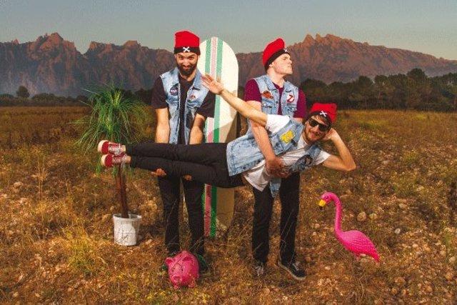 El trío de punk Panellet