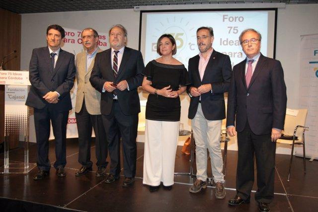 López (segundo por la izda.) y Ambrosio participan en el 'Foro sobre Logística'