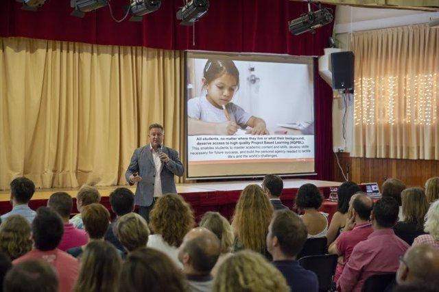 Instante durante el curso para docentes del Colegio San Francisco de Paula.