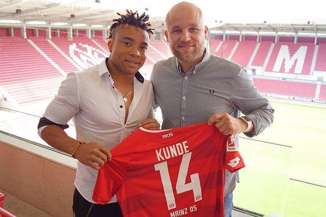 Pierre Kunde-Malong firma con el Mainz