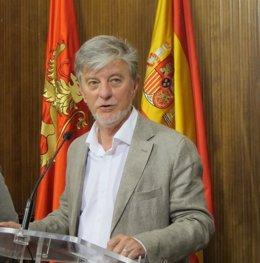 El alcalde de Zaragoza, Pedro Santisteve, este lunes en el Ayuntamiento