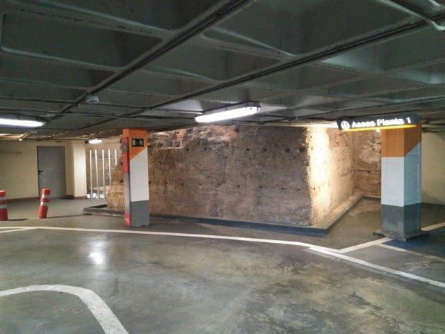 Imagen de la muralla en el parking de la Glorieta de Murcia