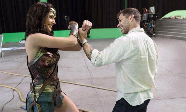 Zack Snyder y Gal Gadot en el rodaje de Liga de la Justicia