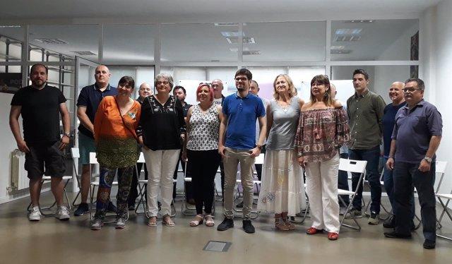 Lander Martínez y los secretarios generales municipales de Podemos Euskadi.