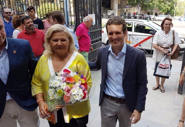 PABLO CASADO CON MARÍA ÁNGELES PEDRAZA, EXPRESIDENTA DE LA AVT
