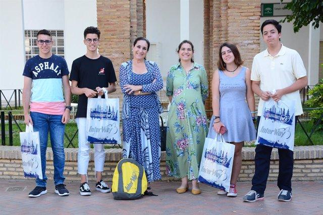Entrega de becas para estudiar inglés en el extranjero