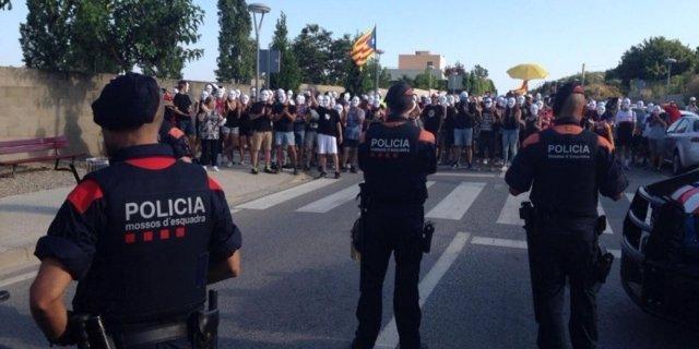 Concentración de los CDR frente al Campus de Verano de Vox en Tarragona
