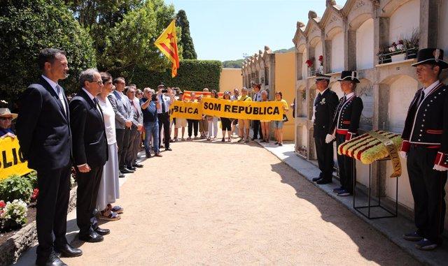 El presidente Quim Torra en la ofrenda floral a la tumba de Josep Irla