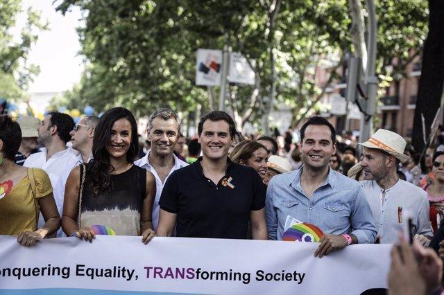 Begoña Villacís, Albert Rivera e Ignacio Aguado en el Orgullo
