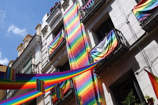 La bandera arcoiris en la celebración del Orgullo Gay en Madrid
