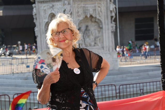 Manuela Carmena durante el Orgullo 2018