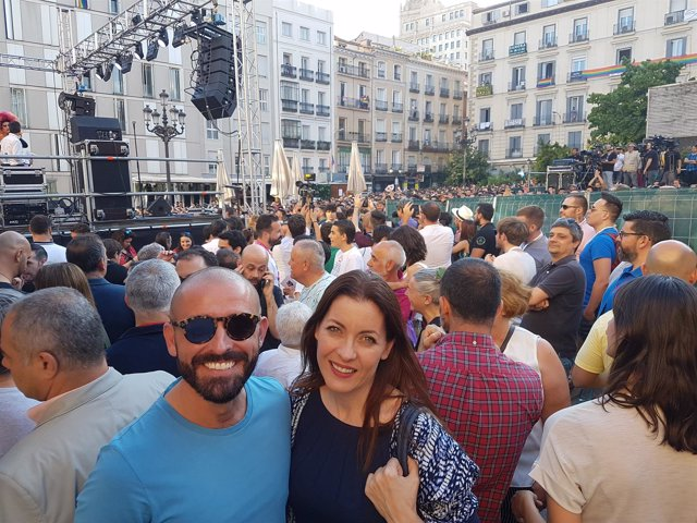 Jaime de los Santos y Lola Moreno en el pregón del Orgullo