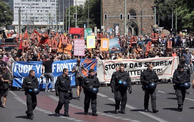 Manifestación en apoyo al rescate de inmigrantes en el Mediterráneo
