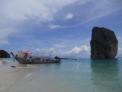 Asciende a 41 número de fallecidos en el naufragio de una embarcación turística en Tailandia