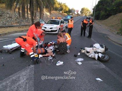 Herido el conductor de un ciclomotor tras una colisión con un turismo en Sevilla