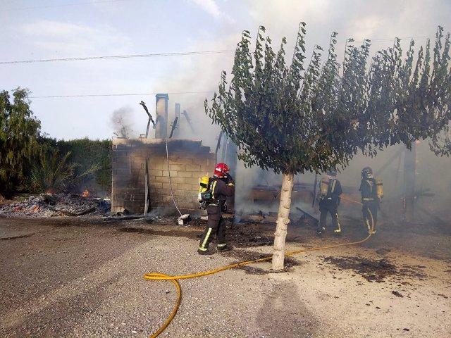 Imagen del incendio cedida por Bomberos CEIS