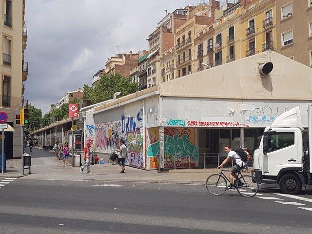 Carpas del mercado provisional de Sant Antoni