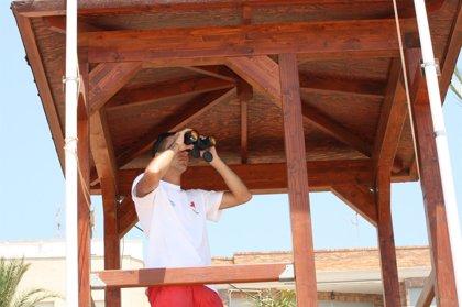 Bandera roja en una playa de Águilas y amarilla en otras 18 de Águilas, Cartagena, Mazarrón, San Pedro y San Javier