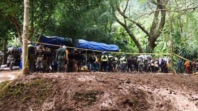 Continúa el rescate de los niños atrapados en la cueva tailandesa