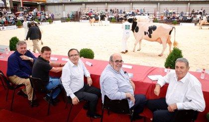 Oria ve una mejora genética de la frisona en Cantabria y augura un repunte en el precio de la leche