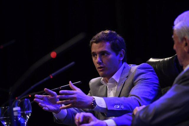 Albert Rivera y Vargas Llosa intervienen en la clausura de un foro en Madrid
