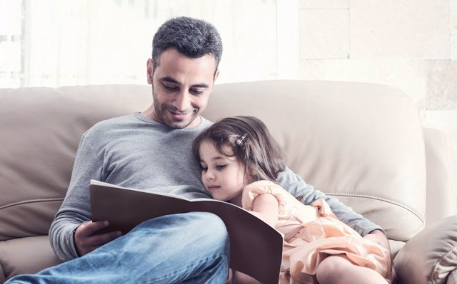 Leer en voz alta a los niños mejora su atención