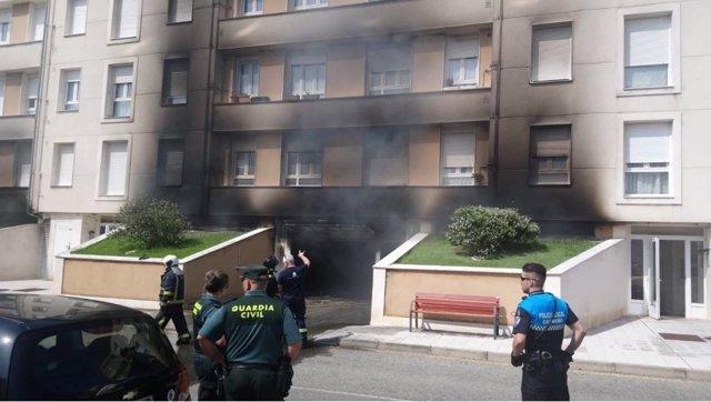 Extinción del incendio en un garaje de Candás