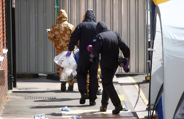 Agentes británicos en Amesbury investigan Novichok